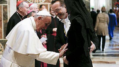El papa pide responder a la crisis migratoria con humanidad