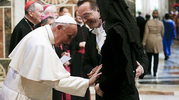 پاپ: اروپا می تواند پناهجویان را با آغوش باز بپذیرد
