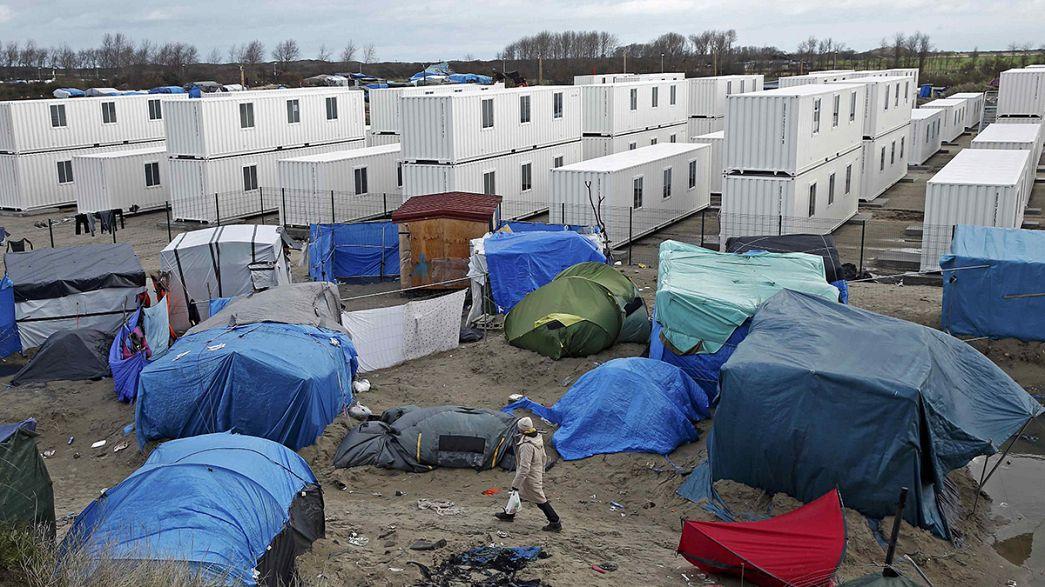 Calais: 125 nuovi containers per 1500 profughi ma il sogno resta il Regno Unito