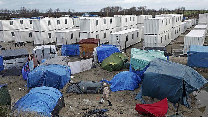 Север Франции: новый контейнерный лагерь для мигрантов