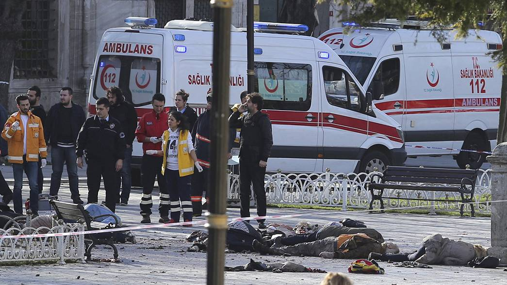 Turchia: kamikaze tra la folla, strage di turisti a Istanbul