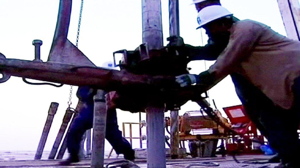 Presidente da OPEP exige reunião para analisar queda do petróleo