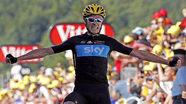 İngiliz bisikletçi Chris Froome 2018'e kadar Sky için yarışacak
