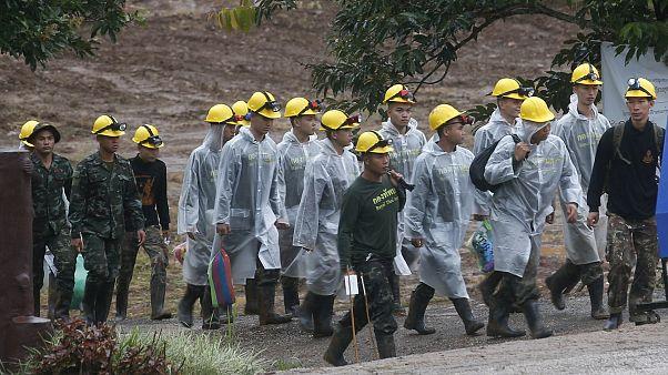 Image: Rescuers near Thai cave complex