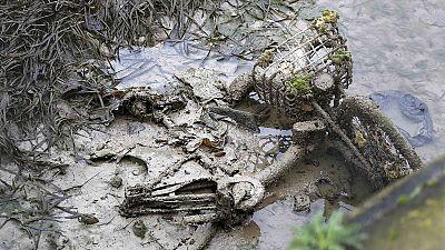 Canal Saint-Martin: Entre o lixo e o lodo, há quem procure tesouros