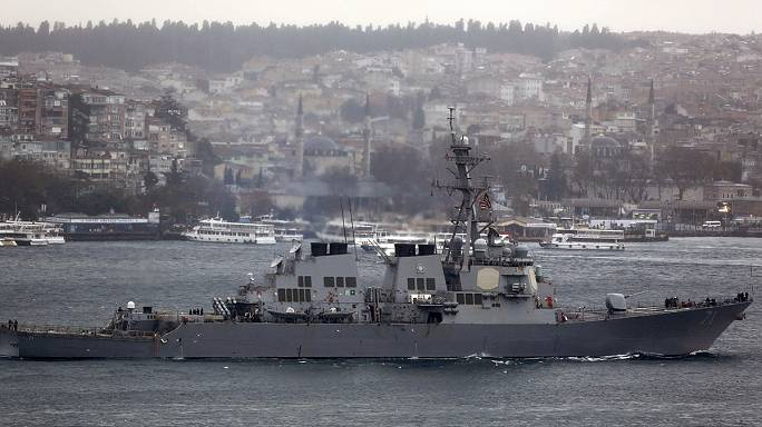 إيران توقف مؤقتا سفينيتن حربيتين أمريكيتين في الخليج