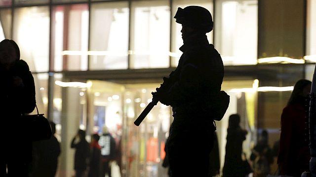 فنلنديون يمينيون ينظمون دوريات حراسة للناس ضد من وصفوهم بالمسلمين المندسين