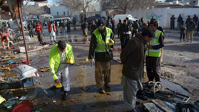 قتلى وجرحى جراء انفجار وقع أمام مركز لمكافحة شلل الأطفال في باكستان