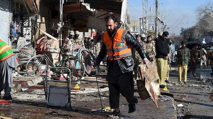 قتلى وجرحى جراء هجوم انتحاري استهدف مركزا لمكافحة شلل الأطفال في باكستان