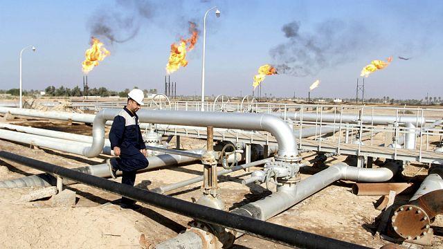 تراجع اسعار النفط يلقي بظلاله على الاقتصاد العالمي