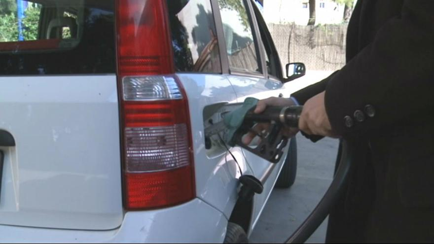 Il petrolio cala, la benzina no: Grecia e Italia nella morsa delle tasse