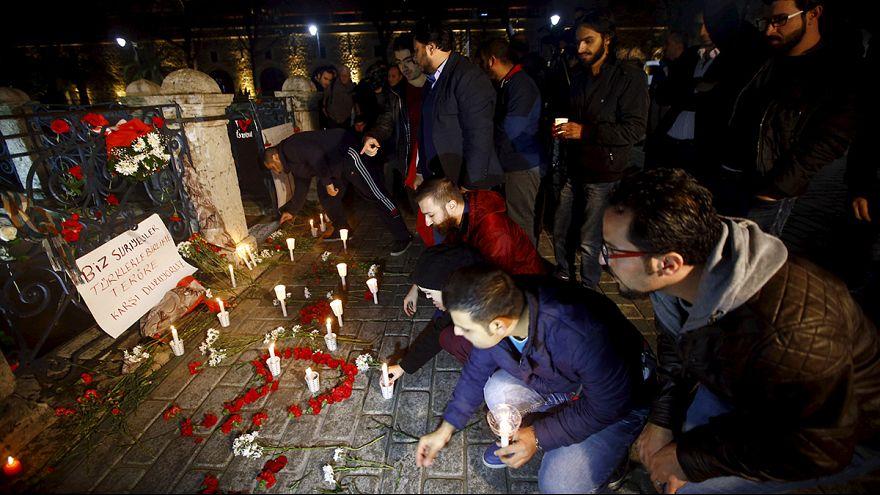 Sultanahmet Meydanı'nda hayatını kaybedenler anıldı