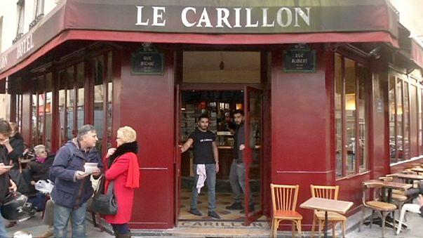 Café Carrillon reabre ao público dois meses após atentados de Paris
