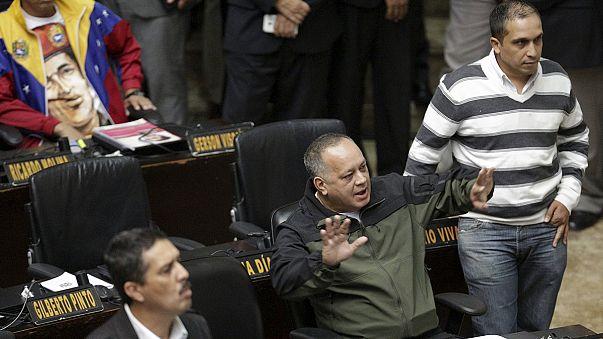 Félreálltak a vitatott mandátumú képviselők Venezuelában