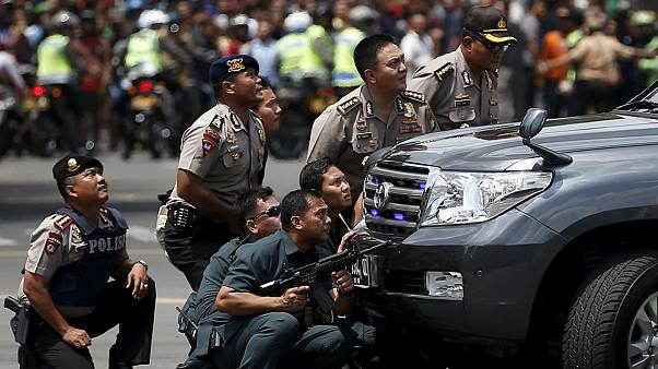 Attentati a Jakarta, il video che mostra il kamikaze mentre si fa esplodere