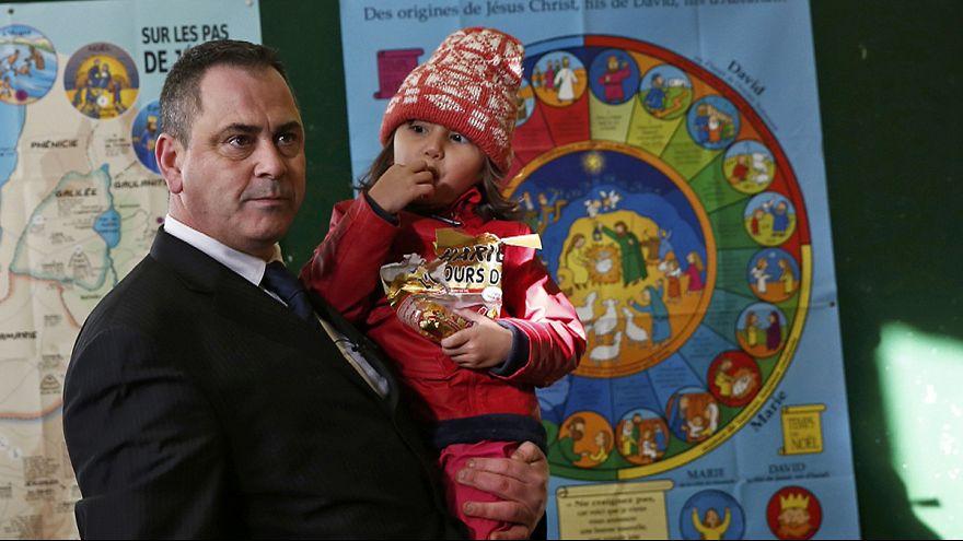 Apjához akarta eljuttatni a menekült kislányt a brit exkatona