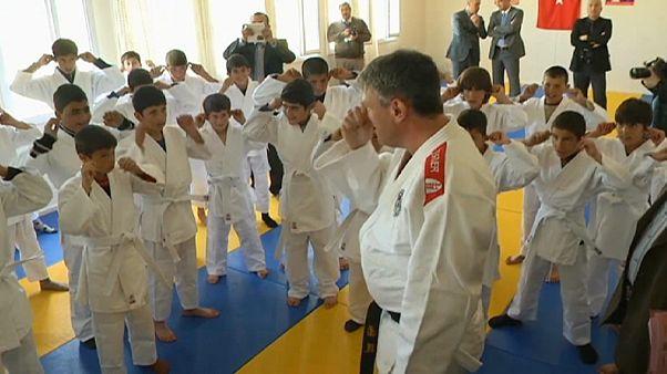 Sığınma kamplarında Suriyeli çocuklara judo umudu