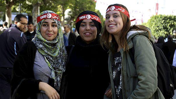 Fünf Jahre Jasmin-Revolution in Tunesien: Demonstranten fordern Weiterführung der Reformen