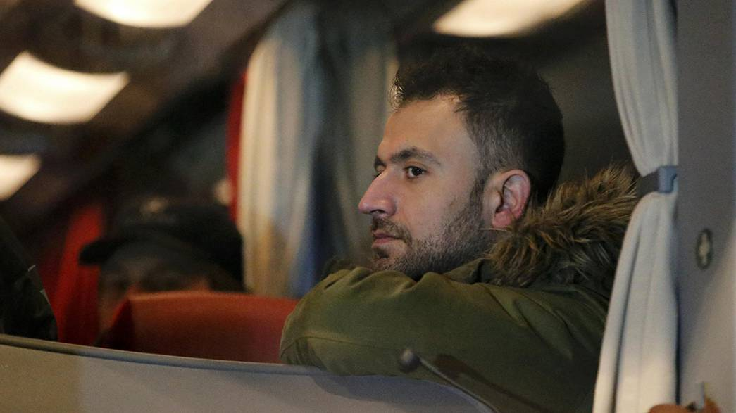 Un autobús con 31 refugiados procedente del sur de Alemania llega a Berlín como protesta por la política de asilo de Merkel