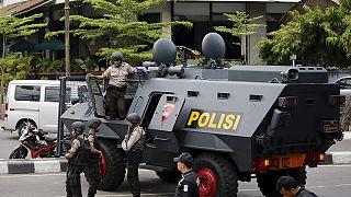 Letartóztatások a dzsakartai robbantások után Indonéziában