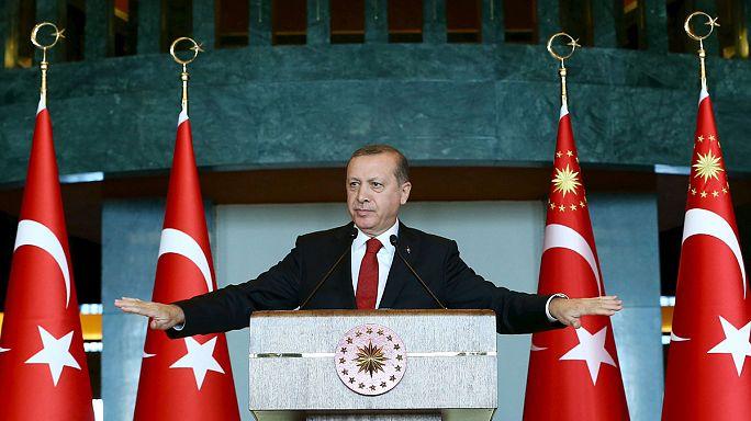 """La policía turca detiene a 14 profesores por denunciar las """"masacres"""" del Ejército en varias ciudades kurdas"""