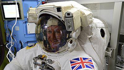 Salida espacial de la EEI, paso a paso en twitter