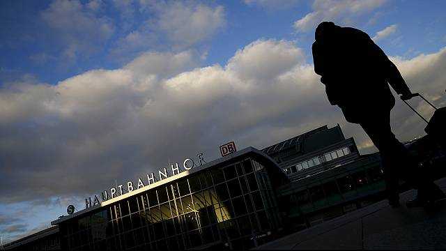 """""""Refugees, welcome"""" spirit wanes after Cologne attacks"""