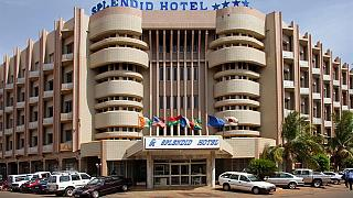 Burkina Faso: Exército liberta 63 reféns em assalto a hotel atacado por AQMI