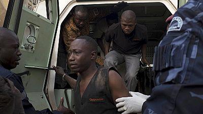 """L'orrore di Ouagadougou nel racconto dei sopravvissuti: """"Fingevamo di essere morti"""""""