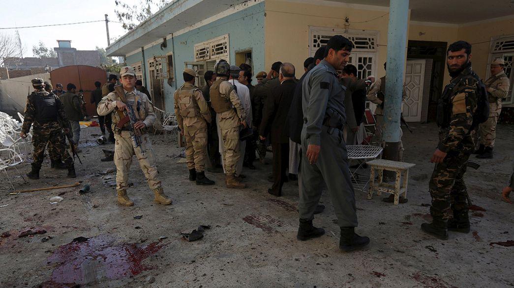 Sangriento atentado en Jalalabad la víspera de una reunión en Kabul para relanzar las negociaciones de paz