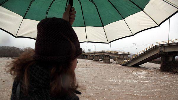 Ελλάδα: Ένας νεκρός στις Σέρρες λόγω κακοκαιρίας- Κατέρρευσε γέφυρα στην Καλαμπάκα