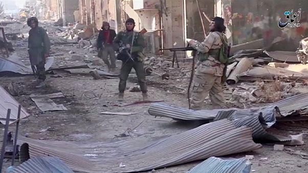 داعش يخطف مئات المدنيين في دير الزور