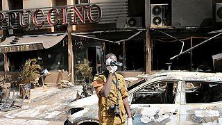 Le Premier ministre burkinabé sur les lieux de l'attentat de Ouagadougou