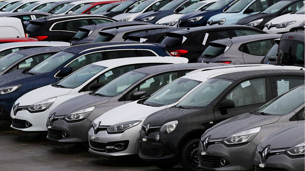 Renault's shares stay depressed despite strong 2015 sales