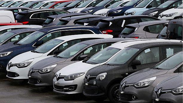 Renault's shares stay depressed despite strong 2015 sales