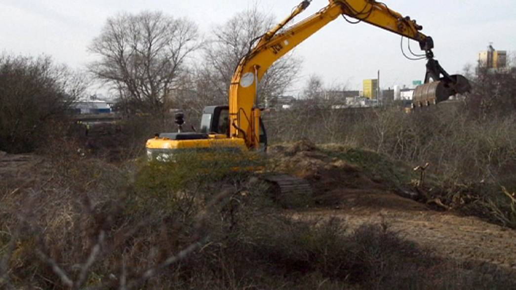 """Франция: """"джунгли Кале"""" снесены бульдозерами"""