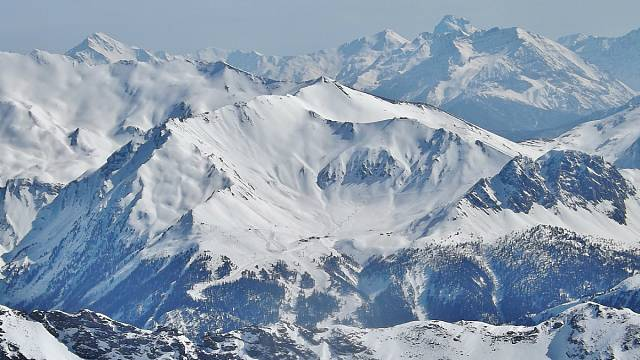 A second deadly avalanche in French Alps kills five soldiers