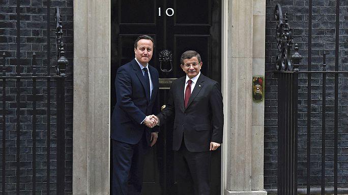 Davutoğlu, David Cameron'la görüştü