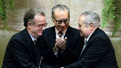 Morreu Almeida Santos