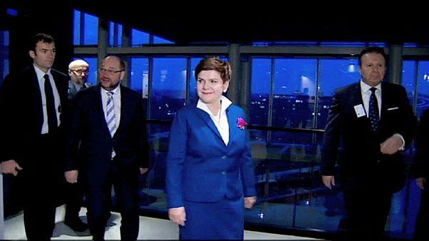 Strasburgban magyarázza a lengyel reformokat a kormányfő