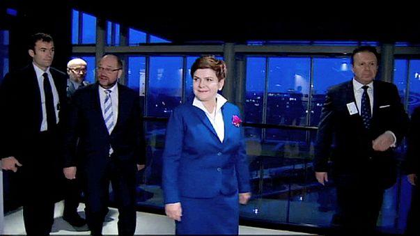 Primeira-ministra polaca enfrenta eurodeputados em debate que se adivinha tenso