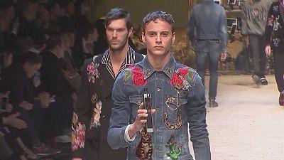 Blumige Muster und Westernlook auf der Milano Moda Uomo
