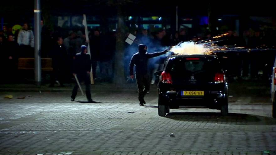 Hollanda'da sığınmacıları istemeyen halk ortalığı birbirine kattı