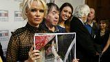 """Foie gras ist """"grausamer Luxus"""": Pamela Anderson zu Besuch in Paris"""