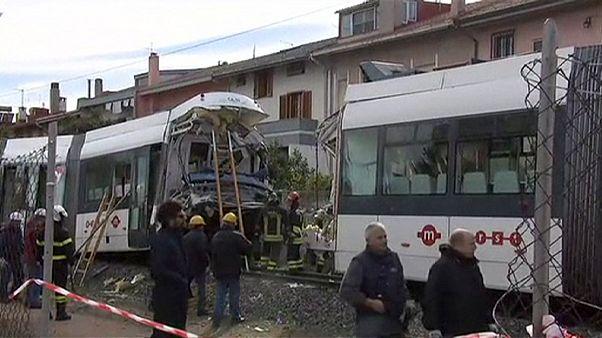 70 heridos en un choque de trenes en Cagliari