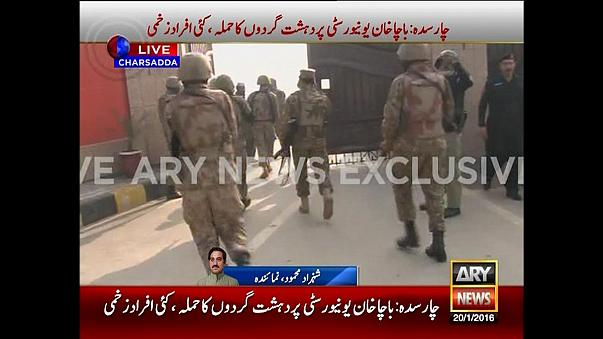 Al menos 21 muertos en el ataque de un comando talibán contra una universidad de Pakistán