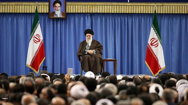 رهبر ایران: گفتم کسانی که نظام را قبول ندارند رأی دهند، نه اینکه آن ها را به مجلس بفرستند