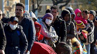 Να πληρώνονται κάτω από τον κατώτατο μισθό οι πρόσφυγες προτείνει το ΔΝΤ