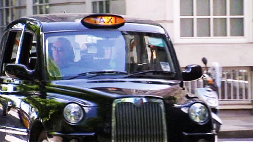 Neue Taxis für London: Außen weiß, innen grün