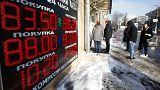 Mínimo histórico de 86 rublos por cada dólar, por la caída del petróleo